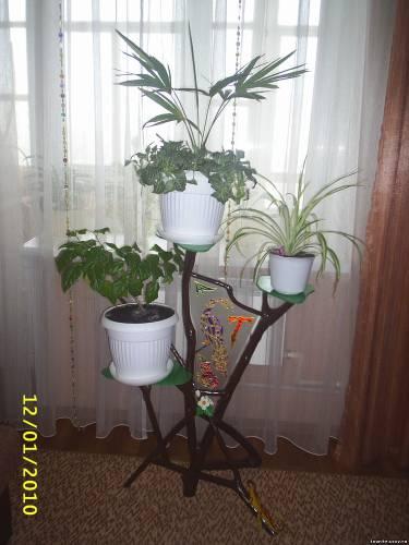 Подставка под цветы напольная из подручных материалов
